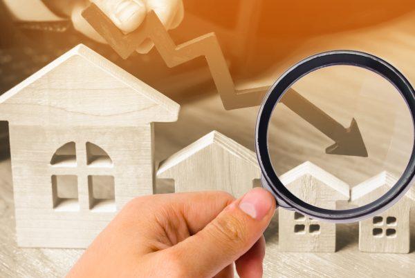 a declining arrow over houses